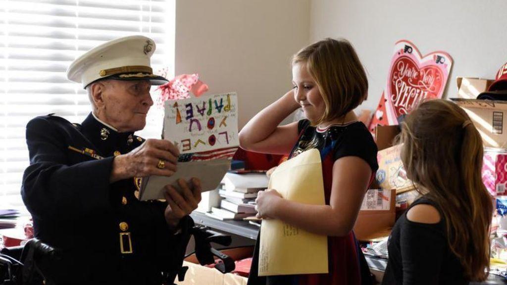 70.000 cartas de amor para Bill, el veterano 'marine' de 104 años