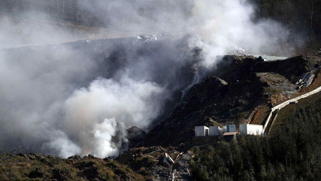Alerta del Gobierno vasco por la contaminación del aire tras el incendio en Zaldibar: aconsejan aplazar el Eibar-Real Sociedad