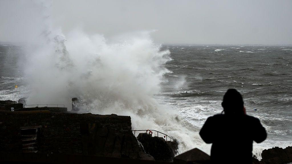 Continúan los avisos por olas: el temporal marítimo del norte se recrudece la semana que viene