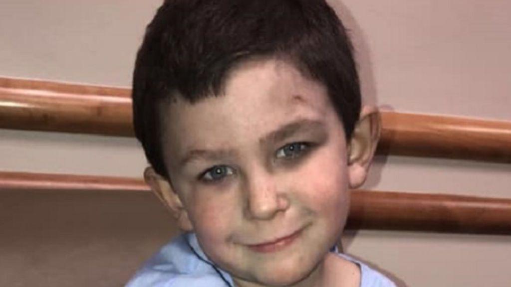 Noah, el niño de cinco años que salvó a su hermana y a su perro de un incendio en su casa en EEUU