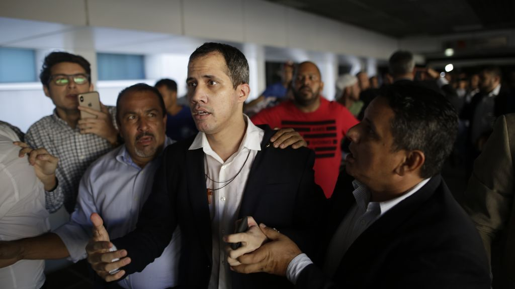 """Maduro dice que aún no ha llegado el momento de detener a Guaidó pero """"llegará"""""""