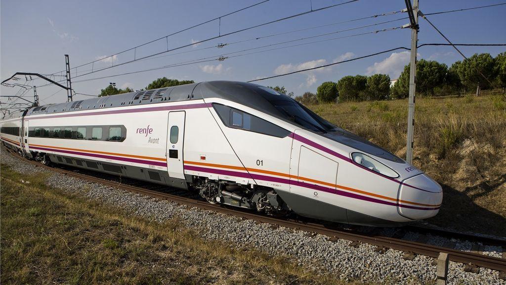 Ocho trenes diarios unirán desde mañana Sevilla y  Granada reduciendo en hora y media el actual tiempo de viaje
