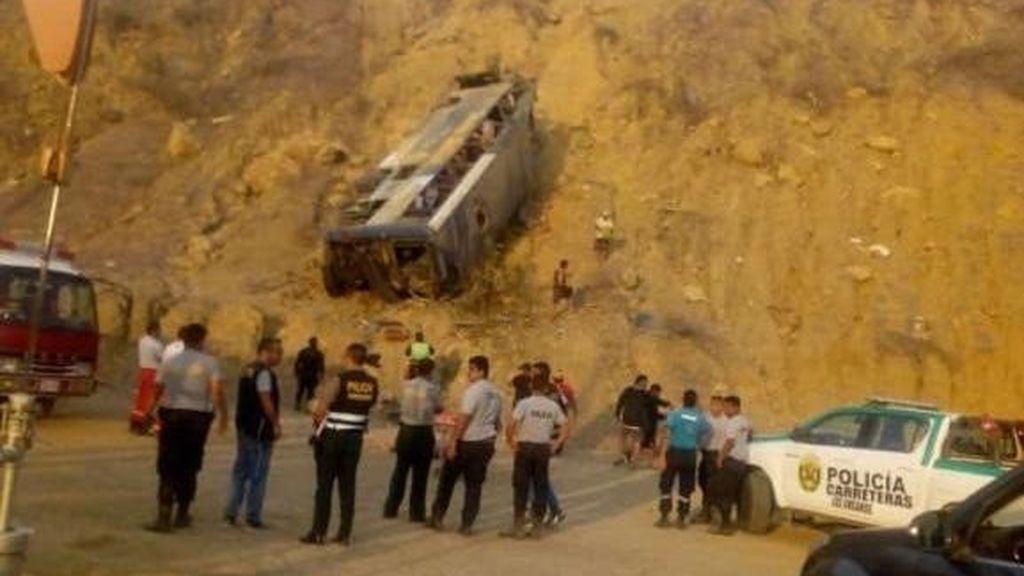 Ocho aficionados del Barcelona de Guayaquil muertos tras despeñarse su autobús en Perú