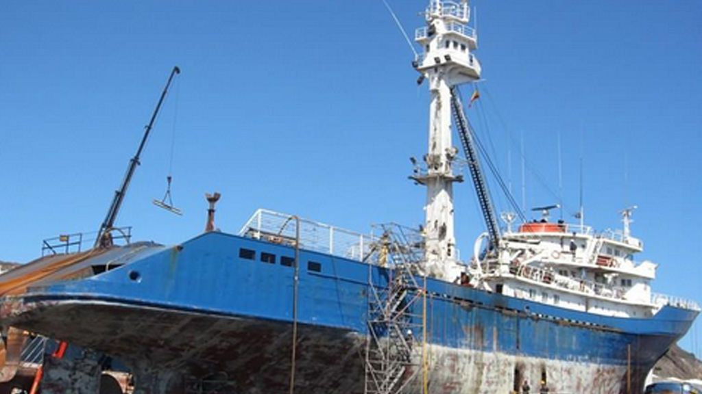 Rescatan a 29 marineros de un atunero con base en Vigo que se había hundido