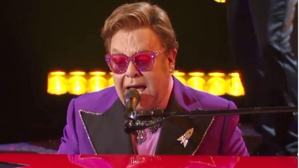 """Elton John se queda sin voz en pleno concierto y lo abandona entre lágrimas: """"Di todo lo que tenía"""""""