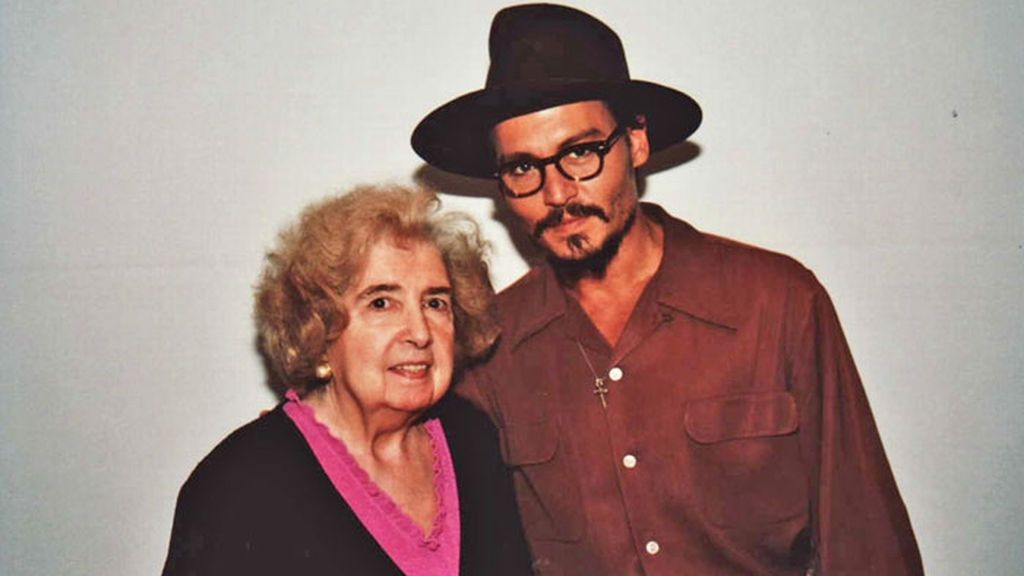 La misteriosa mujer junto a Jhonny Depp