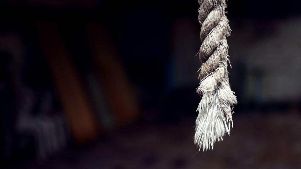 Una menor de 15 años estrangula a su madre después de que se opusiera a la relación que tenía con su novio