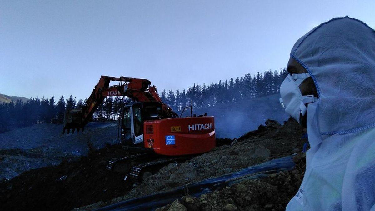 El Gobierno vasco espera que se pueda apagar el fuego en el vertedero de Zaldibar