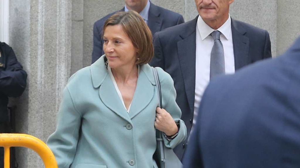 La expresidenta del Parlament de Cataluña, Carme Forcadell, sale de prisión para cuidar a su madre