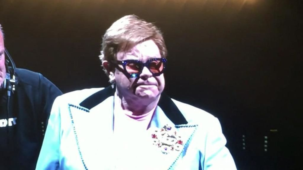 Elton John se queda sin voz en un concierto en Nueva Zelanda