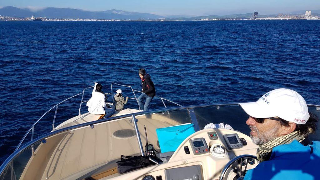 El capitán que grabo las imágenes navegando hoy por el Estrecho