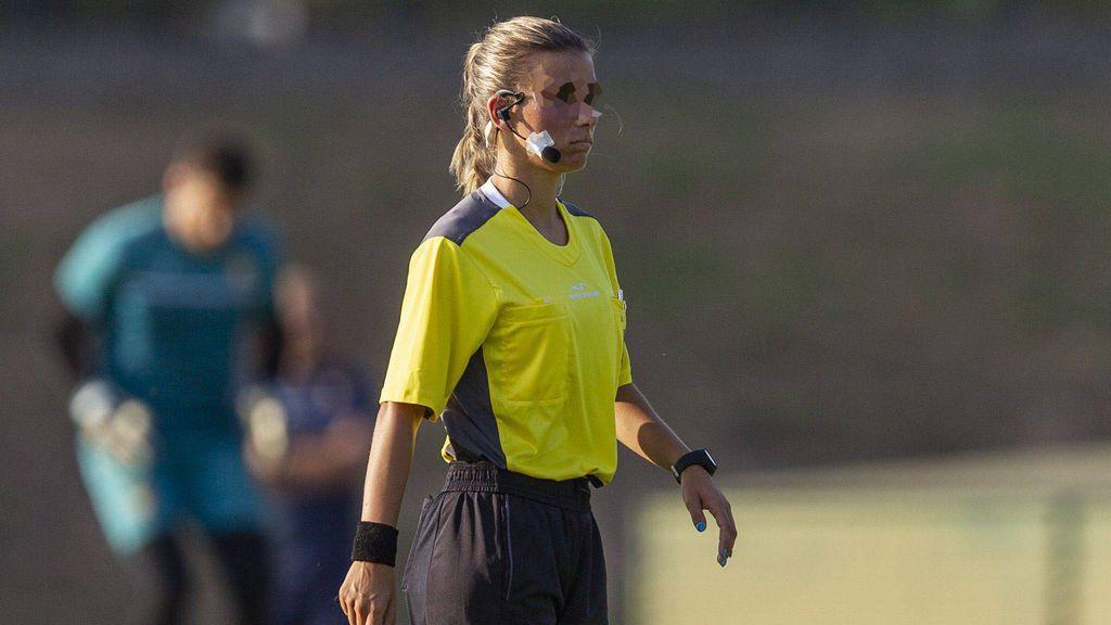 Una árbitra de 16 años, agredida en Italia por un entrenador y por el padre de una jugadora tras conceder un gol