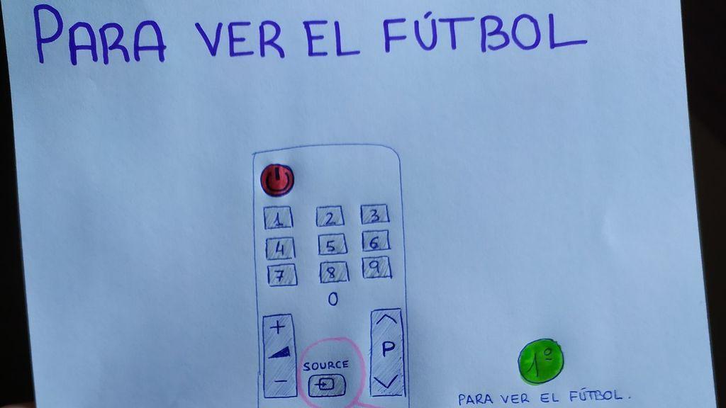 Un nieto le dibuja a su abuelo las instrucciones para que pueda ver el fútbol en la televisión