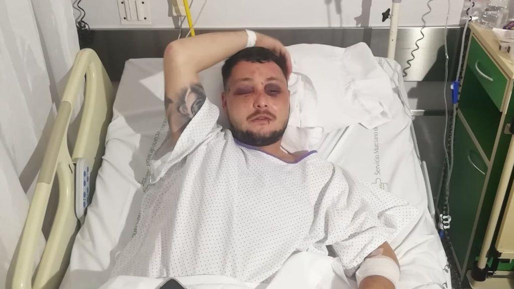 Raúl espera a ser operado tras una brutal paliza