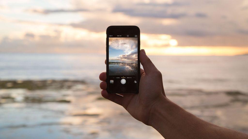 La Guardia Civil alerta sobre el peligro de una práctica frecuente al subir fotos a las redes sociales: la privacidad queda en jaque