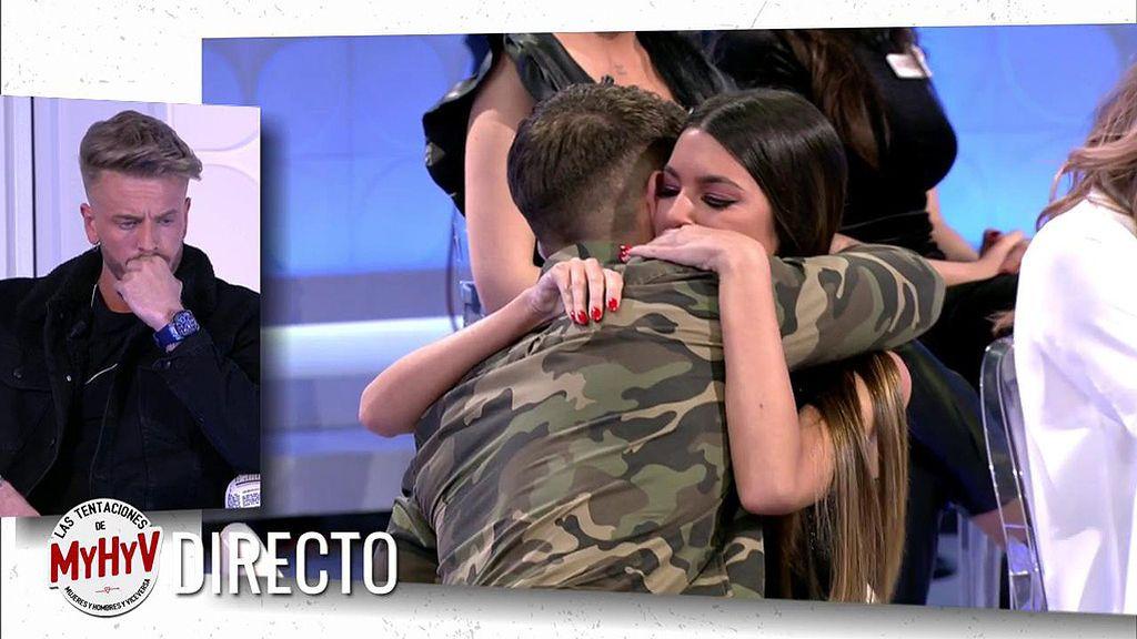 Isamel y Andrea se funden en un abrazo