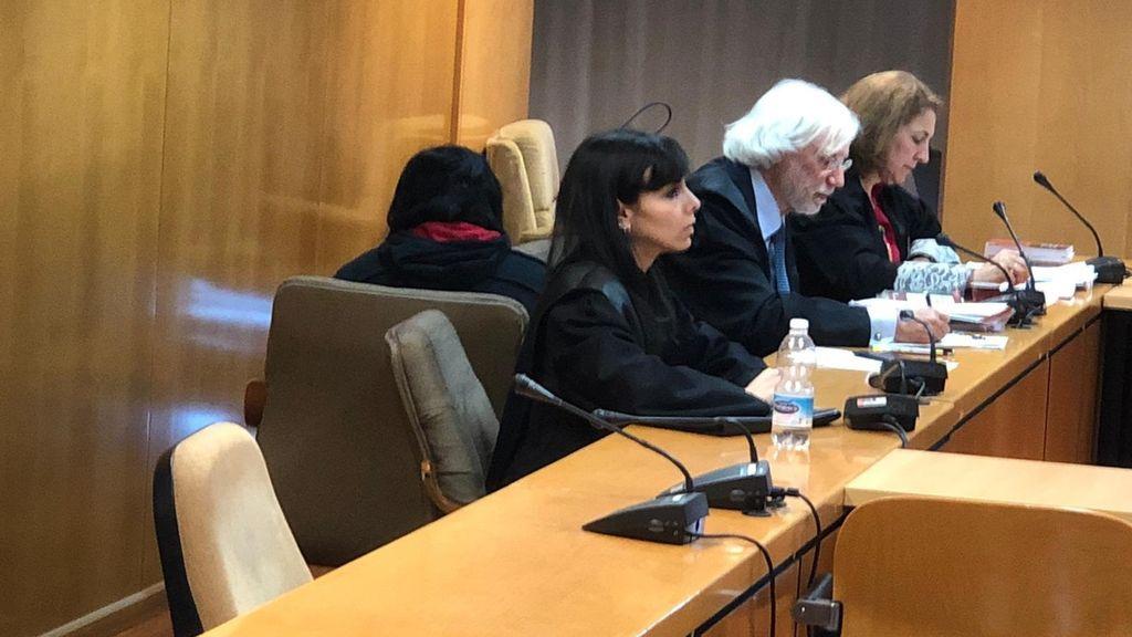 """La joven que mató a su bebé en Alcalá se rompe en el juicio: """"No sé lo que pasó, solo que la perdí. Lo siento"""""""
