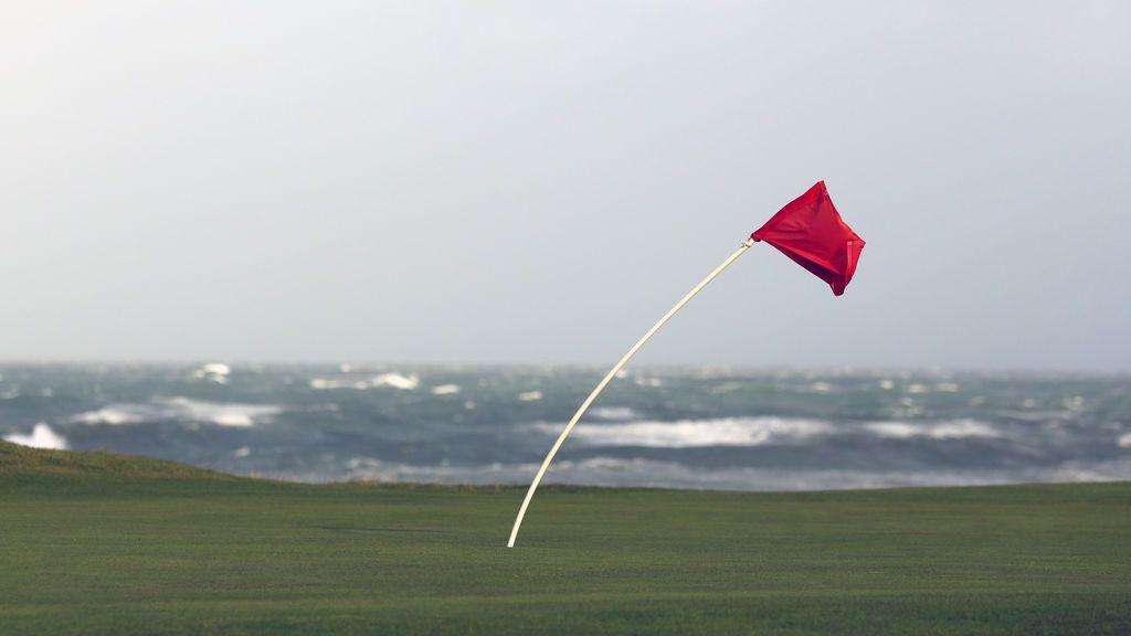 El viento de levante se hace fuerte en el Estrecho y pone en riesgo las zonas costeras
