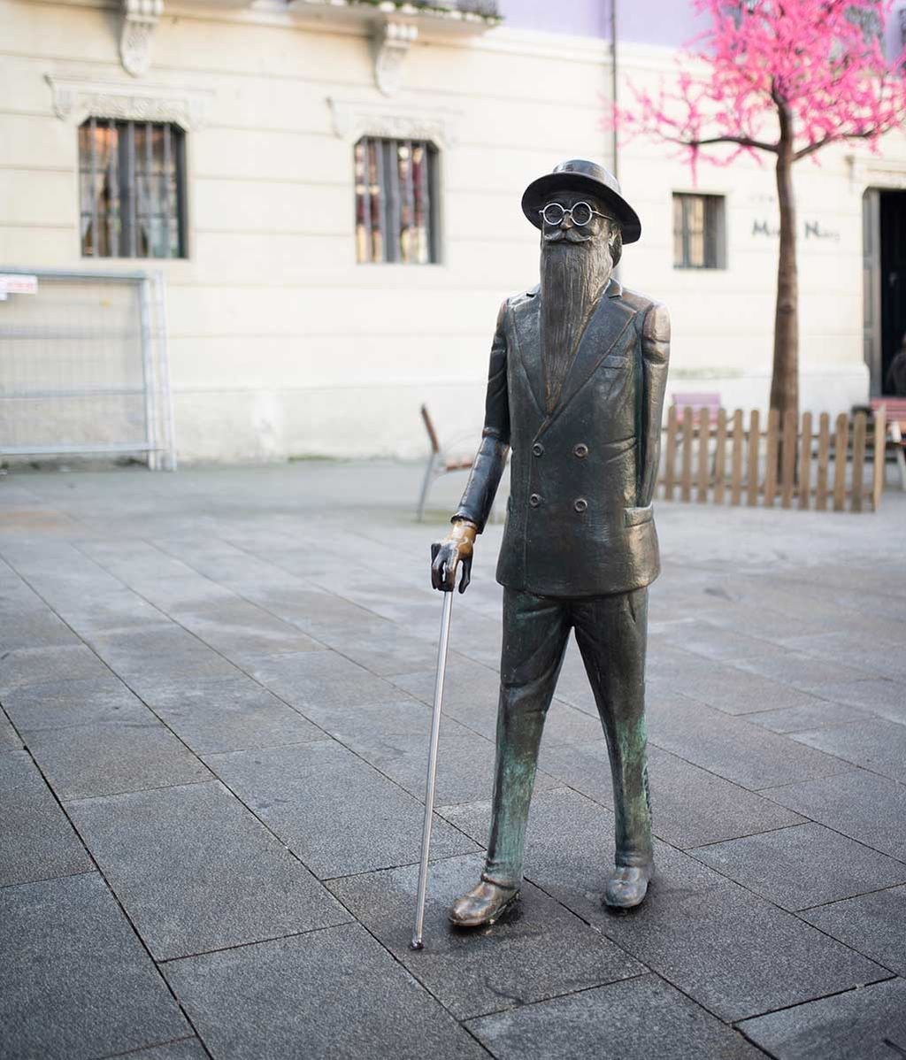 Estatua de Valle Inclán en la plaza de Méndez Núñez