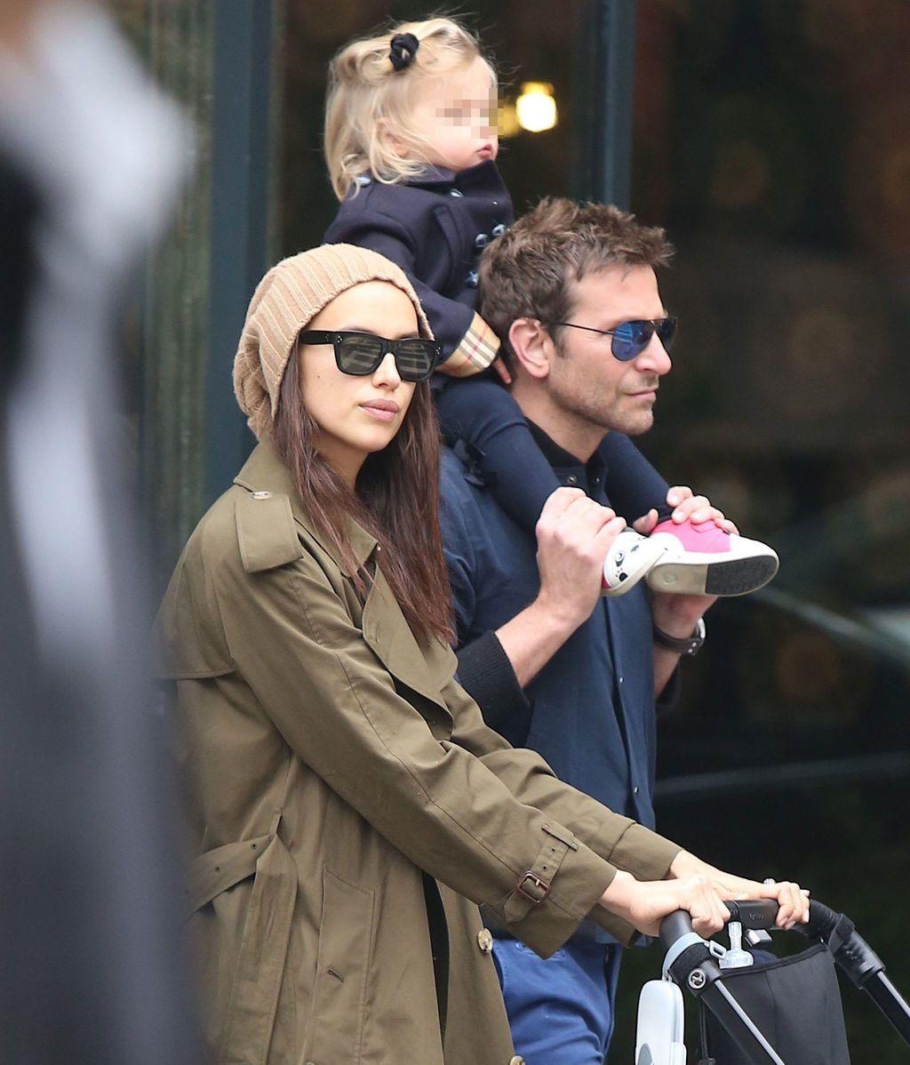 Bradley Cooper e Irina Shayk, junto a su hija Lea De Seine