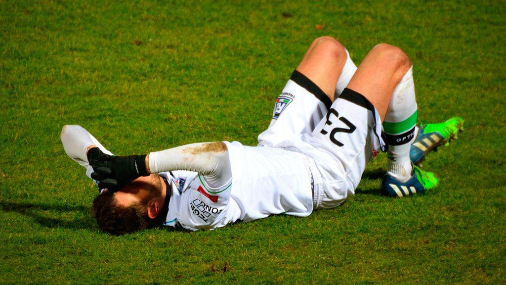 ¿Cuáles son las lesiones más comunes jugando al fútbol?