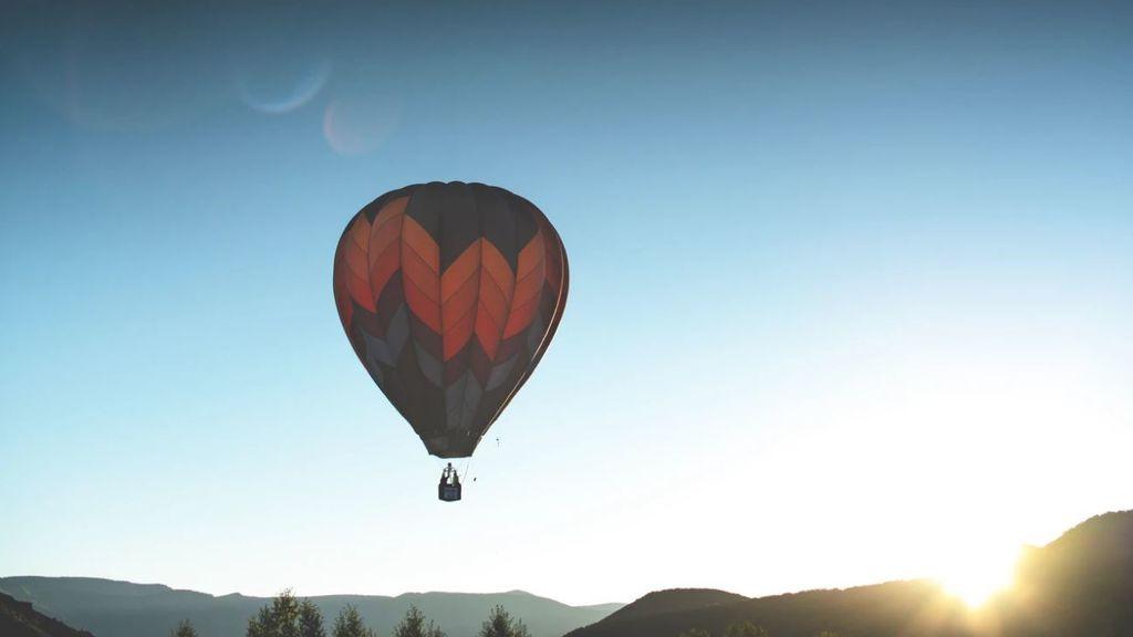 Los Picos de Europa en globo: unos aventureros recuperan una mágica ruta de los 90 desde el cielo