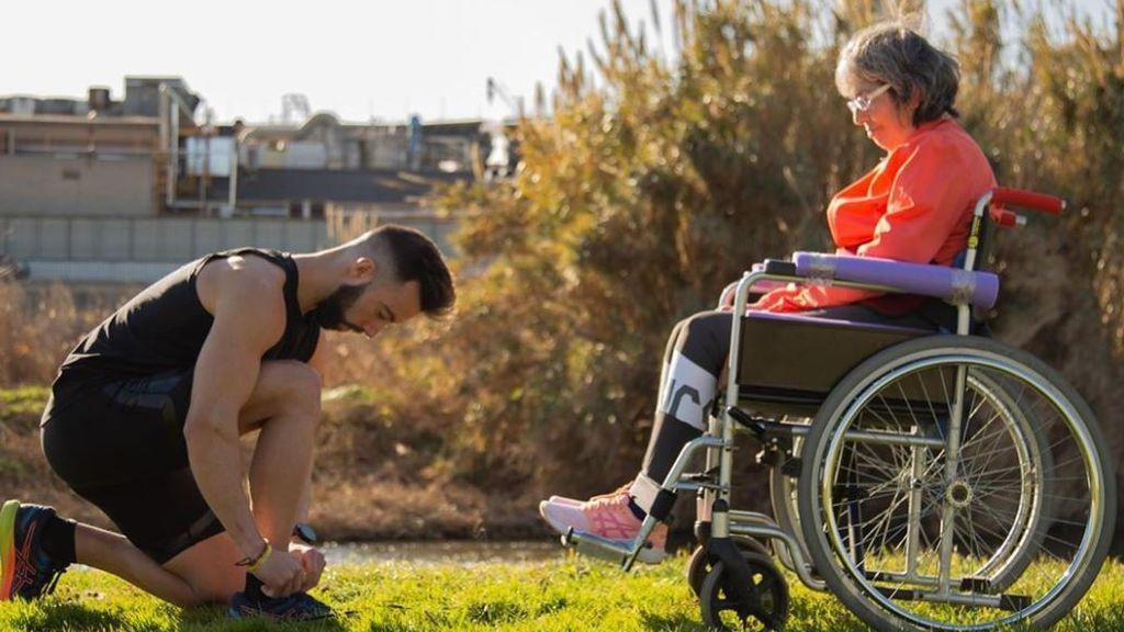 A por el récord Guinness: madre e hijo corren en silla de ruedas por la esclerosis múltiple