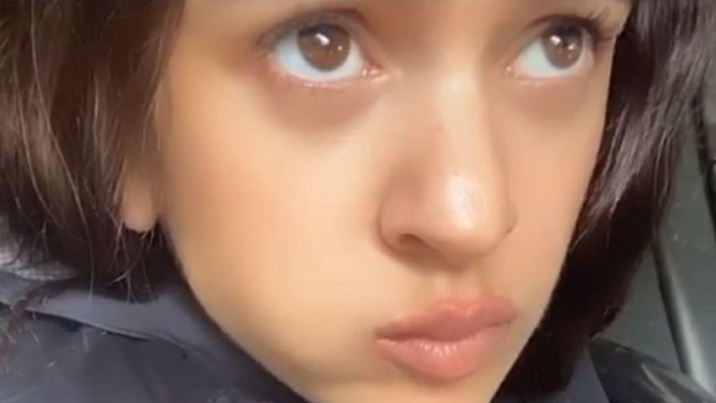 La cara de Rosalía mientras se come pepinos
