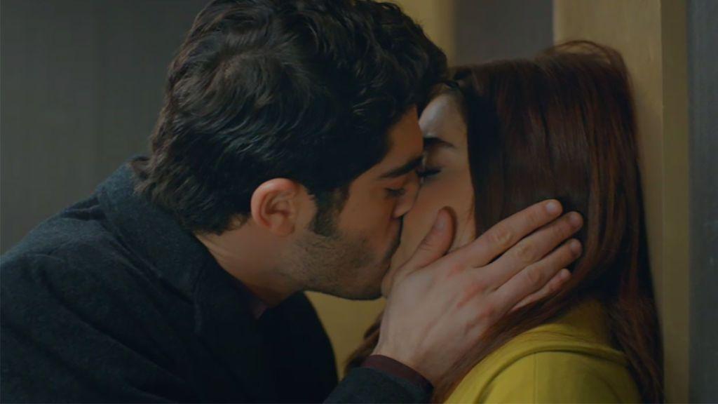 Murat besa a Hayat
