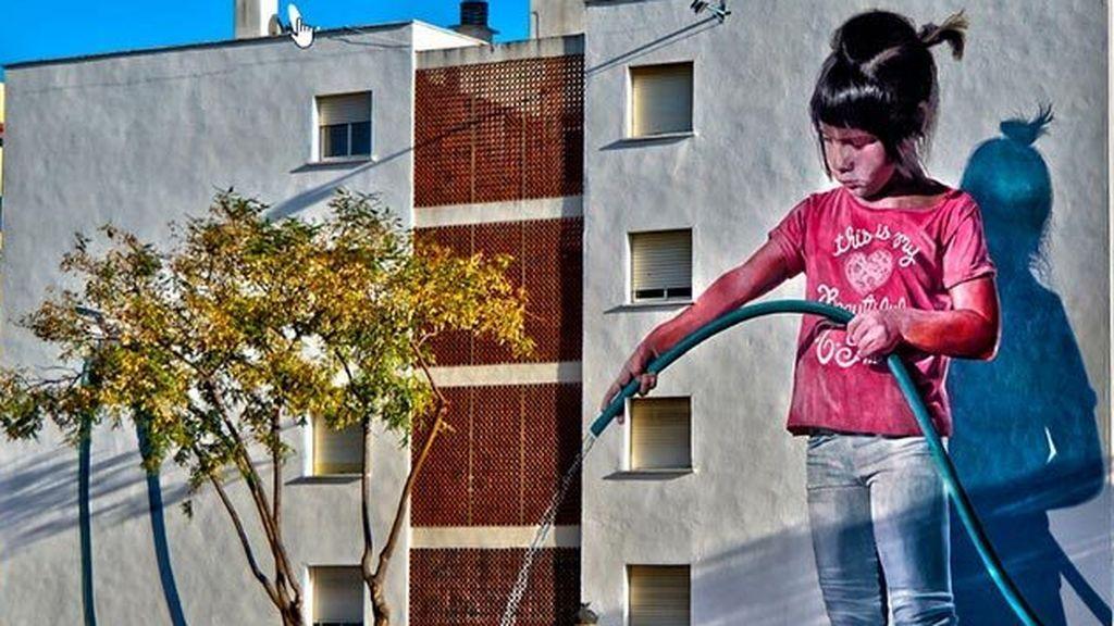 Estepona convierte la fachada de sus edificios en lienzos de obras de arte gigantes
