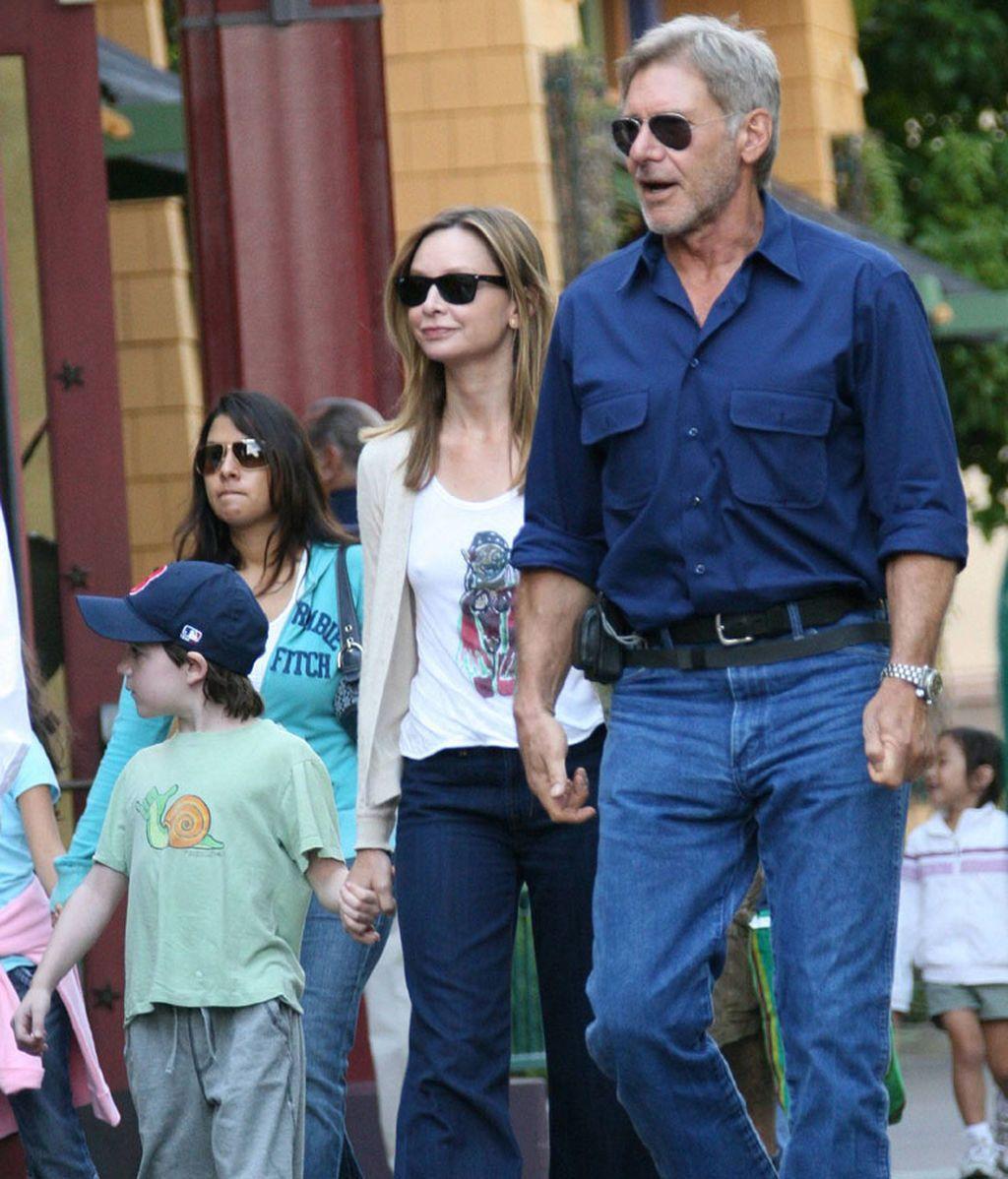 Harrison Ford con Calista Flockhart y su hijo Liam (2007)