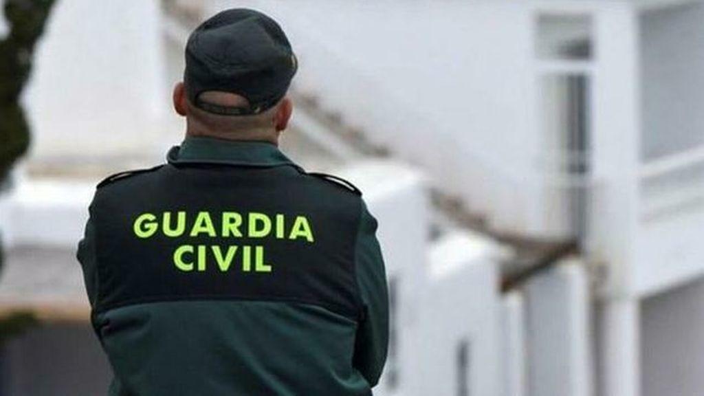 Muere un hombre de 70 años tras caerle un coche encima en Alicante
