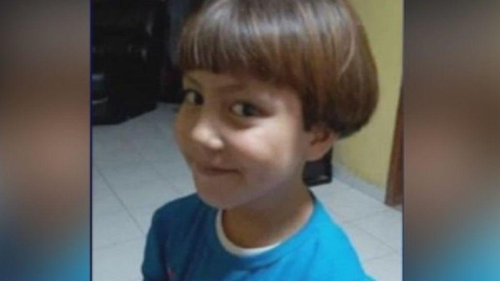 """""""Era mi amiga"""": un niño no encuentra consuelo ante la muerte de la pequeña Fátima"""