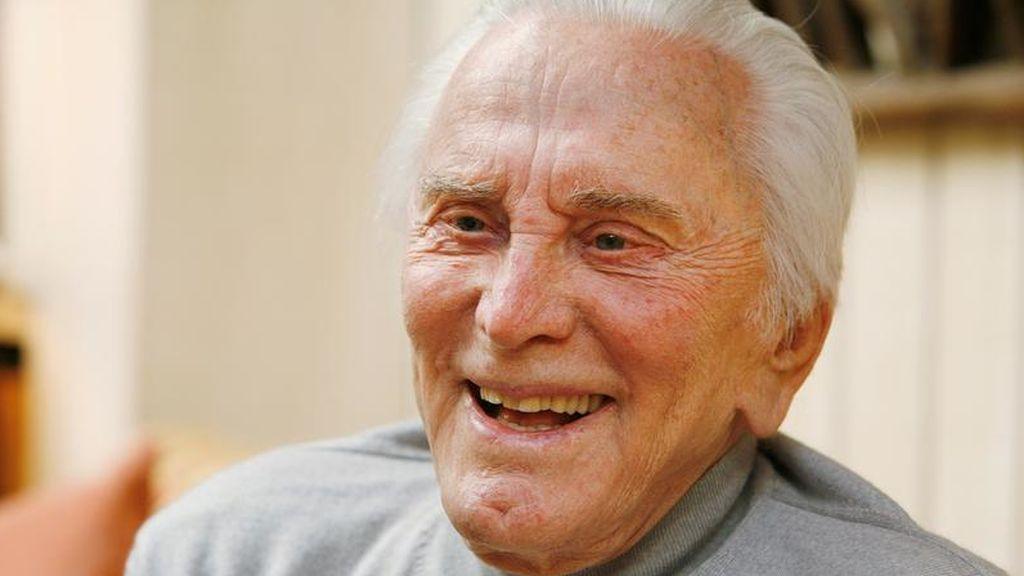El último gesto de caridad de Kirk Douglas: deja más de 45 millones de euros a obras benéficas