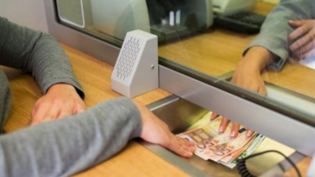 Las cuentas corrientes ya cuestan dinero: qué bancos las cobran y cómo evitar las comisiones