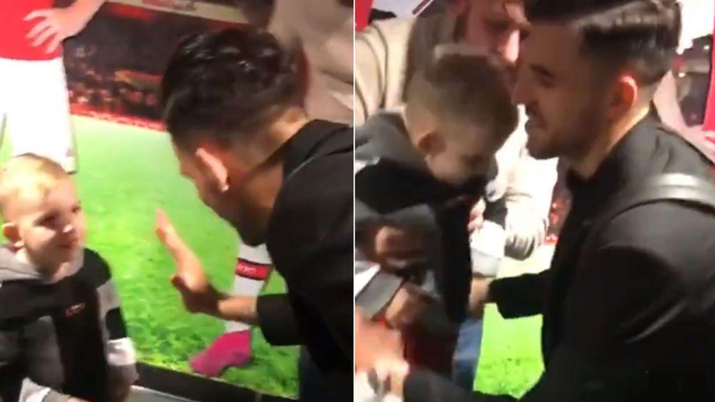 """""""¡Dani Ceballos! ¡Eres Dani Ceballos!"""": la alegría de un niño aficionado al Arsenal al ver a su ídolo"""