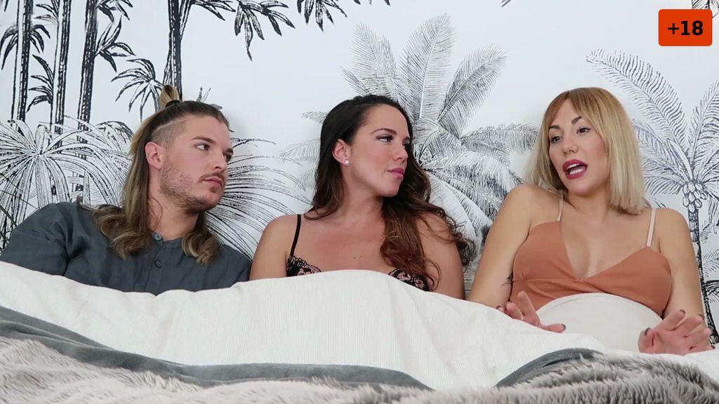 """Steisy y Pablo se meten en la cama con Samira y hablan de sexo: """"Mi maniobra ancestral no falla"""" (1/2)"""