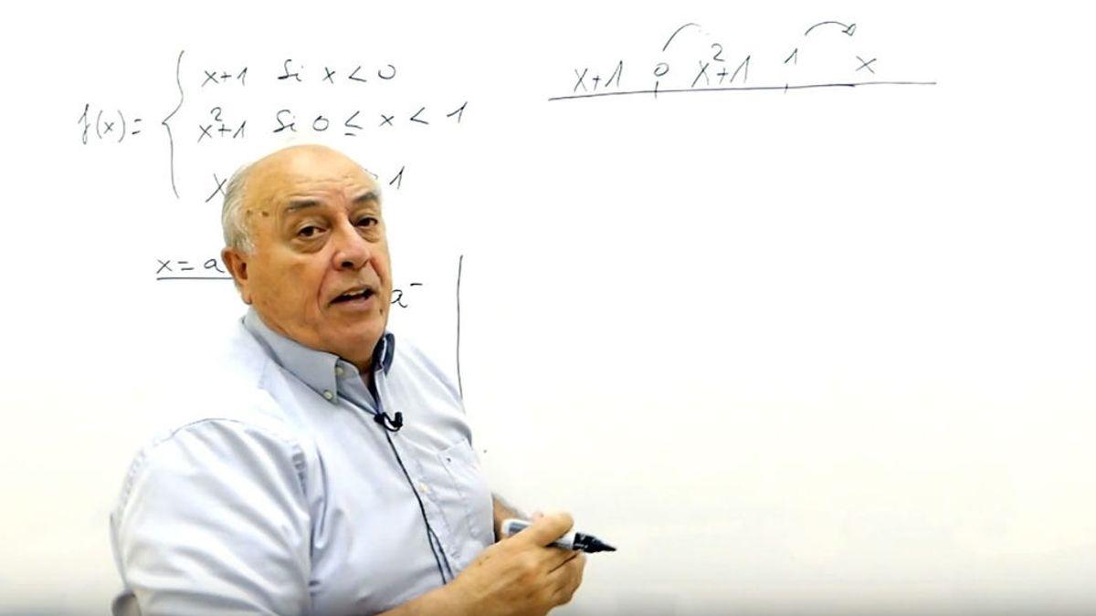 Carlos Maxi, el profesor de matemáticas que se ha convertido en influencer de Tik Tok a los 70 años