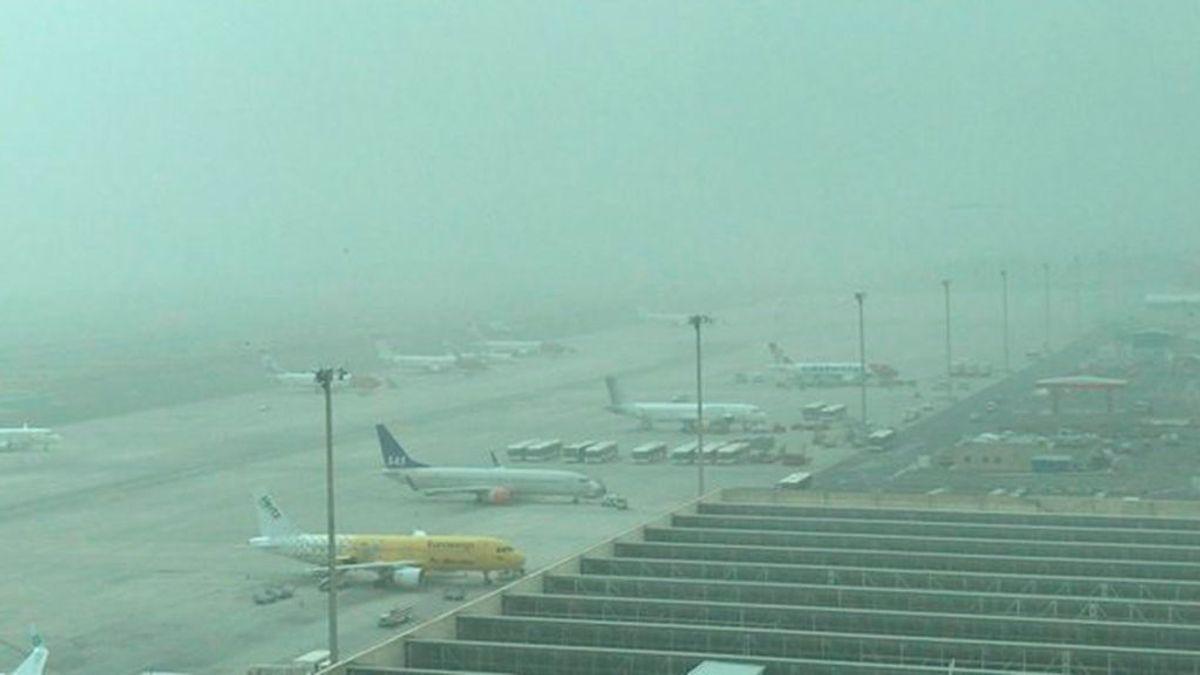 Reabren todos los aeropuertos de Canarias, aunque con restricciones, debido al viento y la calima