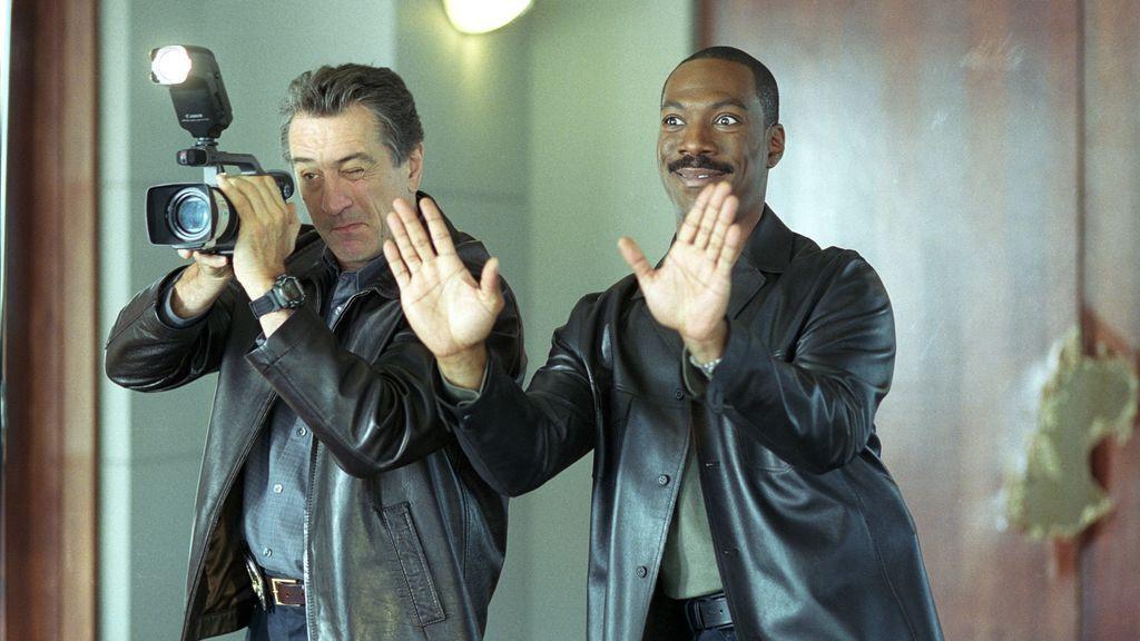 El actor EDDIE MURPHY y ROBERT DE NIRO actuando en una escena de la pelicula Showtime