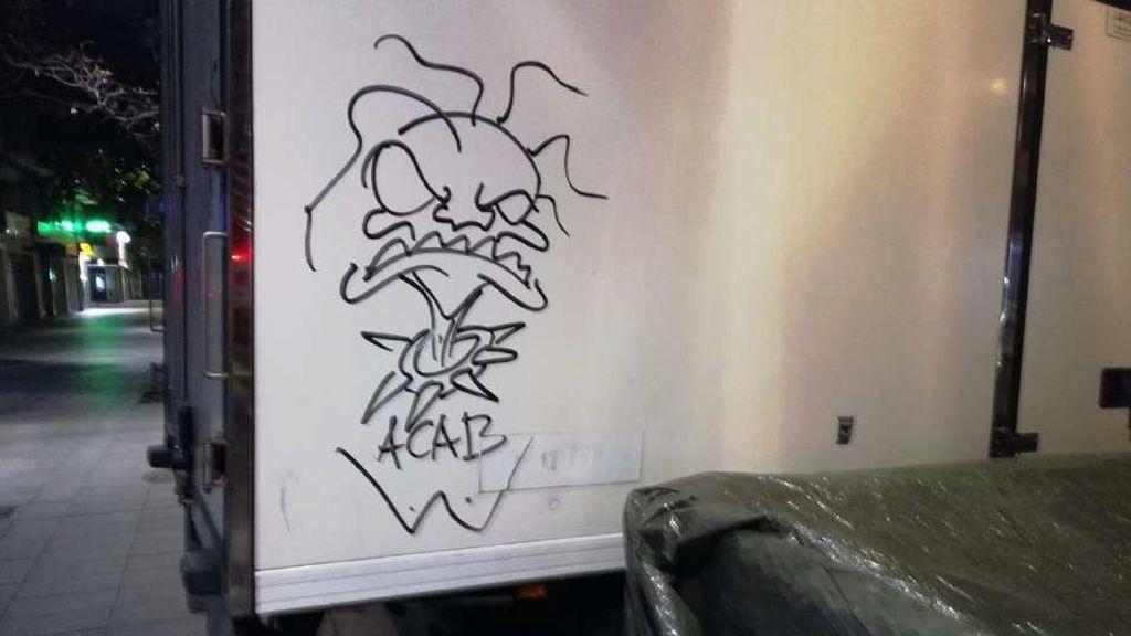 Un grafiti en la parte trasera de una furgoneta
