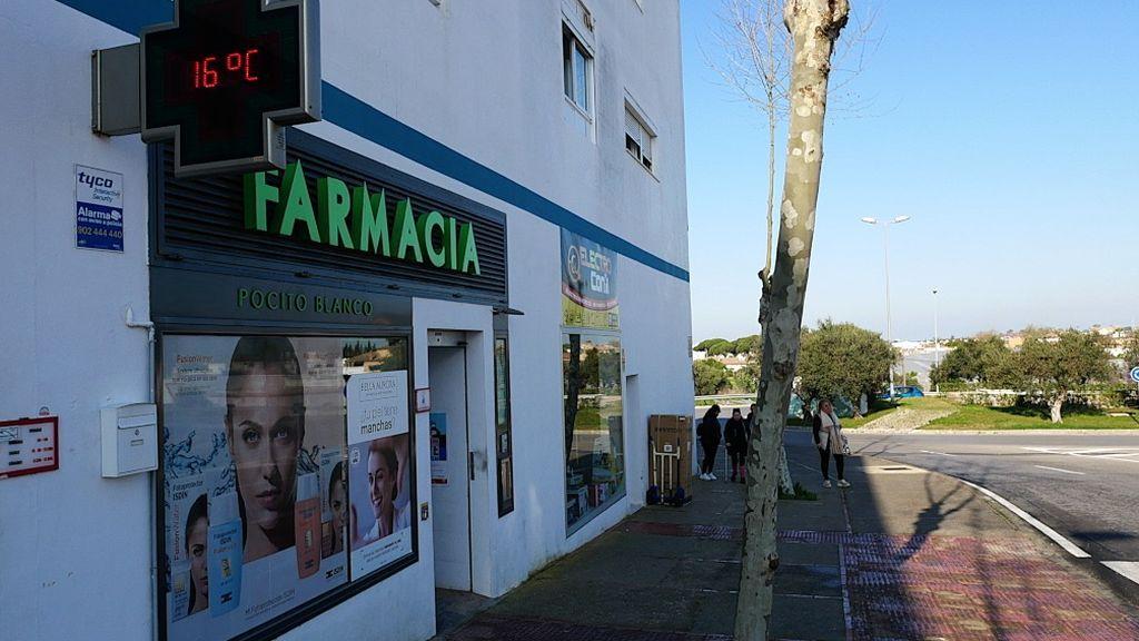 Una farmacia en Conil de la Frontera, Cádiz