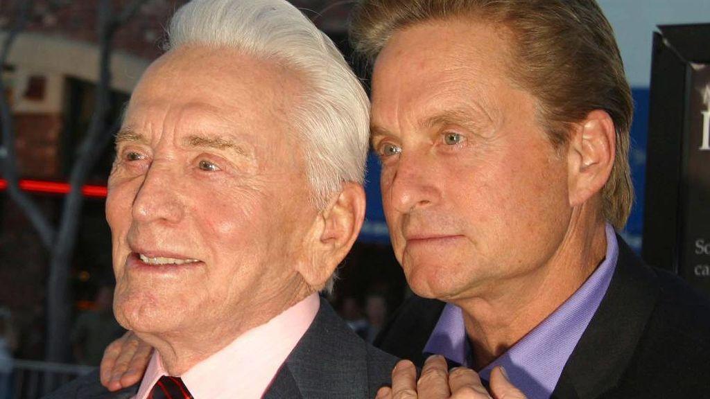 Kirk Douglas dona toda su herencia a la caridad y deja a su hijo, Michael Douglas, sin un solo céntimo de ella