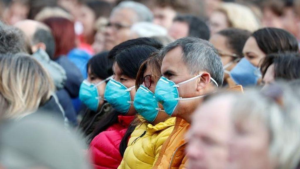 """Los médicos españoles advierten que: """"las mascarillas no sirven de nada al aire libre"""""""