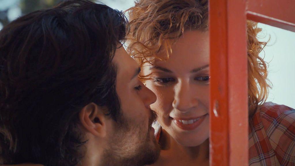 Yalin y Defne, en su momento más romántico