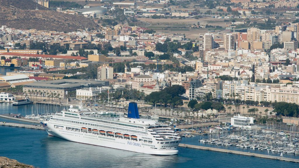 Cruceristas italianos agotan en cinco horas las mascarillas en Cartagena