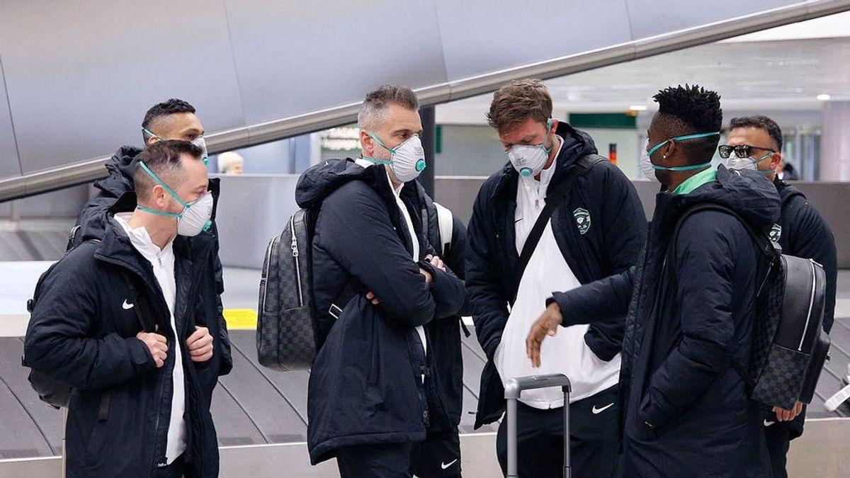 El Ludogorets, con mascarillas a su llegada a Milán: toda la plantilla se protege del coronavirus