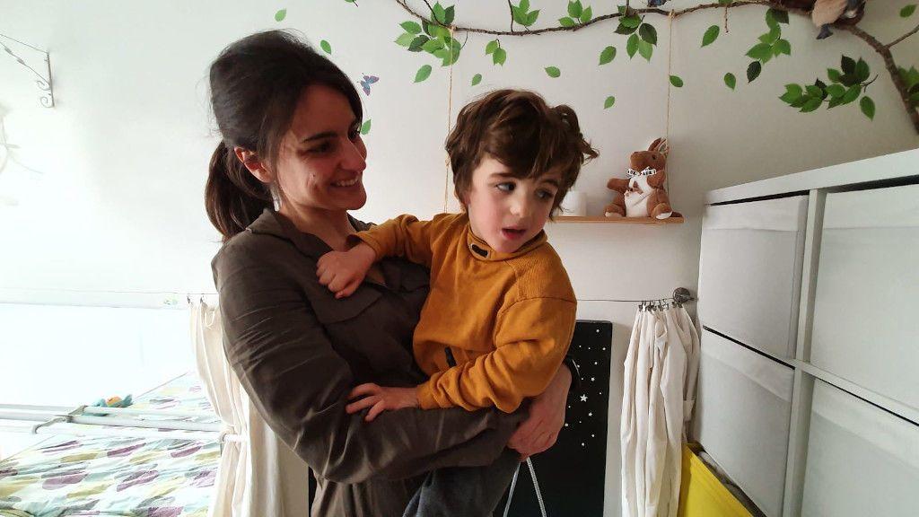 Aldán y sus padres viven en Cambre (A Coruña)