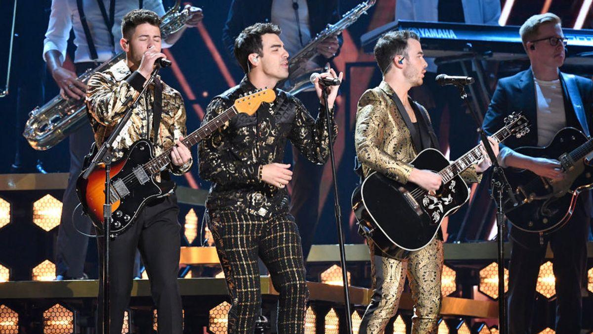 Nick Jonas se toma con humor su descuido actuando en los Grammy con una espinaca entre los dientes