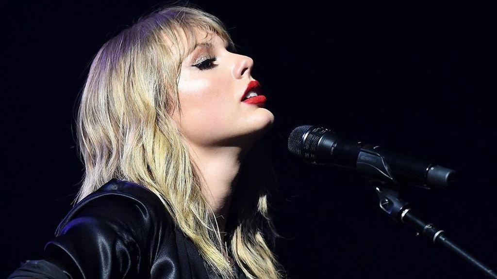 Taylor Swift se hace pasar por un hombre en su nuevo videoclip para criticar el machismo